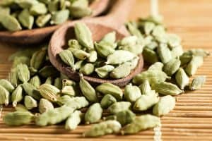 wellnessaromas-aromatherapy-essential-oil_cardamom-benefits-uses